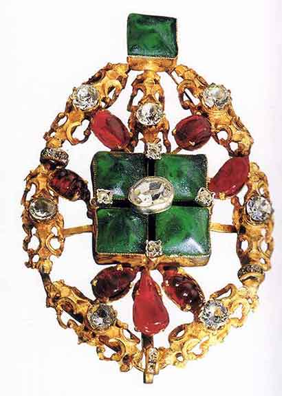 Figure 14 - 1960 Chanel Brooch.   From <q>Jewelry by Chanel</q> by Mauries.